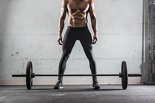 バーベルカールの効果とやり方!平均の重量やコツを徹底解剖