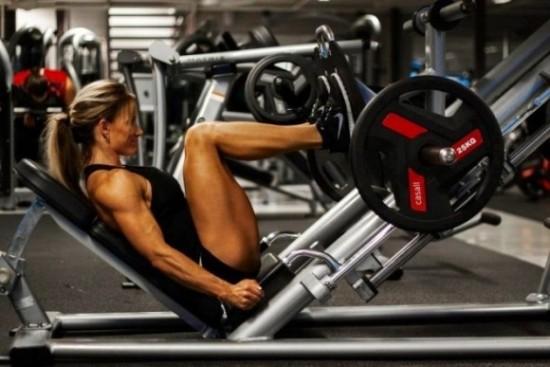 レッグプレスマシンの効果と正しい使い方!足の位置、平均の重さなど