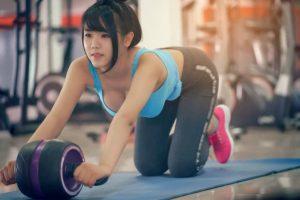 腹筋ローラーは効果ない!?効果的なやり方とフォームと注意すべきポイント