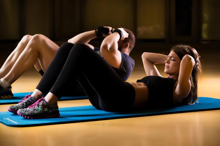 腹筋が筋トレでつる原因はこれだ!治し方や効果的な対処法まとめ